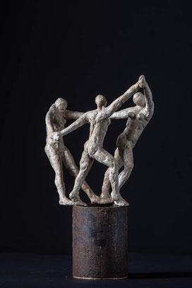 Der Reigen (nach Matisse), weißer Ton glasiert, auf Stahlrohr, 30x16x10cm, 280€