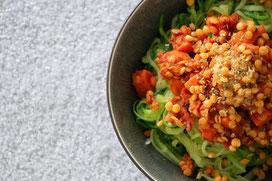 Linsen-Bolognese mit Zucchini-Pasta