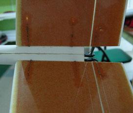 détail du stab en fibre blanc et orange, sur un planeur Minij Aeromod