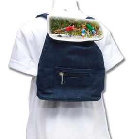Mini sac à dos. 23 cm x 17 cm x 7,5 cm.