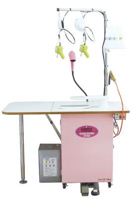 シミ抜き台RV101の写真。ワイドなテーブルで、広口吸引口と袖馬吸引口をワンタッチで切り替えることで、作業用途に応じた使い分けができます。