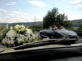 Hochzeitsfahrt im 69er Volvo Amazon zum Schloßhotel Steinburg.