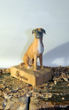Boxerhündin aus Holz