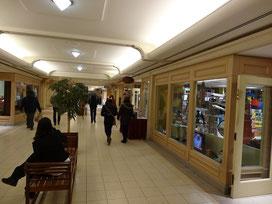 1200 kleine und grosse Läden werben in Torontos Tunneln um Kunden.