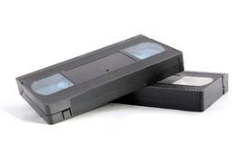 Wir digitaliseren VHS Kassetten mit modernester Technik und brennen sie auf DVD, Blu ray, Festplatte oder USB-Stick.