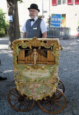 Organisator: Roland Schwab aus Lüterswil SO mit seiner Drehorgel Oehrlein.