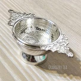 エレガントな装飾が素敵な茶こし