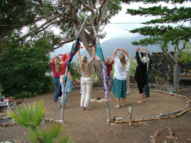 Tanzkreis im Zentrums-Garten