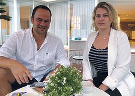 Cidney und Tobias bei der Roadshow-Planung in Mallorca.