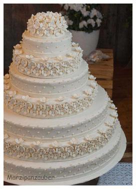 Hochzeitstorte, Wedding cake, Marzipanblüten, Marzipandecke weiß, Marzipanzauber,  Zuckerperlen,  Lüneburg, Winsen, Hamburg, Buchholz, Soltau, Uelzen
