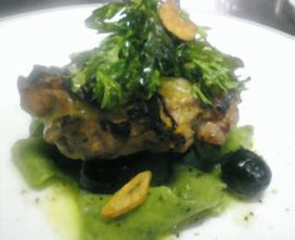 伊達産鶏肉のグリルと手打ちパスタの香草オリーブソース