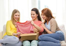 Versandreinigung-mueden.de, Inselreinigung, Nachbarn teilen, Bild zeigt 3 Frauen die Paket auspacken und sich freuen