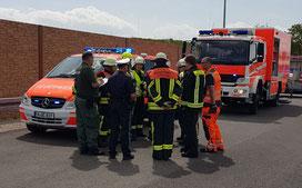 Gefahrguteinsätze erfordern enge Absprachen zwischen ABC-Zug, Feuerwehr, Rettungsdienst, Polizei und hier auch der Autobahnmeisterei.