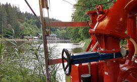 Mit der Hochleistungspumpe wurden dem See große Mengen Wasser entnommen und mit Sauerstoff angereichert wieder zugeführt.
