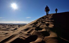 Immer aufwärts auf die Sanddüne