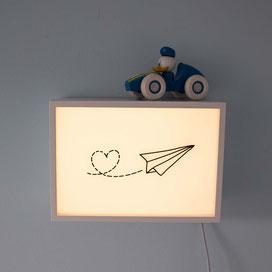 Indirekte Beleuchtung: LED-Band hinter Holzplatte