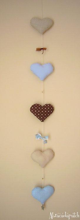 Guirlande coeur bleu beige créateur abracadapatch collection basile