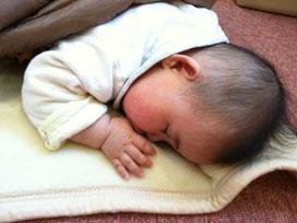 赤ちゃんも安心して眠ってます。