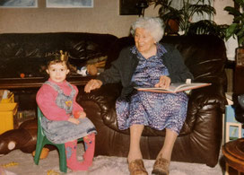 Abb.9: Luise in ihrer Wohnung in Pirmasens (80er Jahre).
