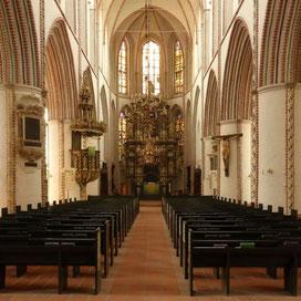 Buxtehude, St. Petri, Lautsprecher rechts am Pfeiler zwischen Chorraum und Langschiff