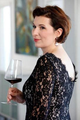 """Romana Echensperger, Master of Wine, beantwortet Fragen rund um das Thema """"Wein am Rhein"""""""