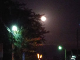 スマホで満月を撮るのは難しかった…