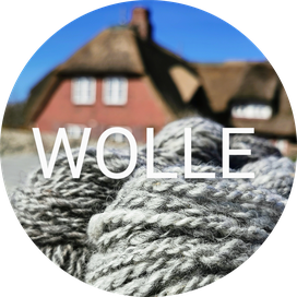 Handgesponnene Hallig Wolle und handgestrickte Socken von Hooge