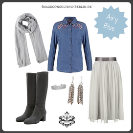 Outfit Trendfarbe Airy Blue für den Sommertypen