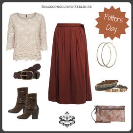 Trend-Outfit Maxi-Rock und Spitze in Terracotta