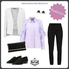Outfit in Trendfarbe Bodacious für den Wintertypen