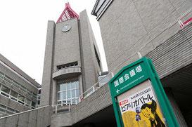 今回の会場 早稲田大学総合学術情報センター。右手が決勝が行われた井深大記念ホール、時計台の下が早稲田大学中央図書館