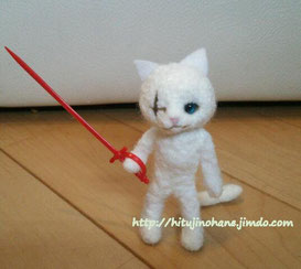 羊毛フェルト クール白猫