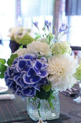 結婚式 ウェディング ゲストテーブル サムシングブルーの言い伝えにあやかって