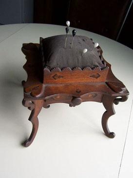 старинная, антикварная, схемы вышивки,  игольница, своими руками, вышивка лентами, вышивка крестиком, бискорню, вышить игольницу, сшить игольницу, рукоделие, булавки, иголки , игольница кресло,