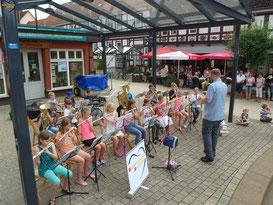 Unser VIBA- Kinderorchester bei seinem ersten Auftritt am 18.07.2015