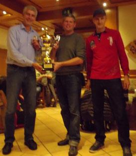 Die Sieger des Doppelturniers mit Obmann Peter Lachmair