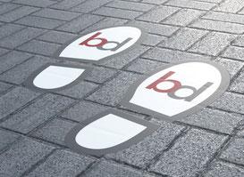Fußbodenaufkleber im Digitaldruck fuer den Innen- und Außenbereich