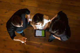 iPad-Aktionen, iPad-Aktionen für Firmen, teamevent.de, Teamevent, Firmenevent, Betriebsausflug, Schnurstracks, Teambuilding, Strategiespiel, Digitale Schnitzeljagd, mobiles Escape-Game, Escape To Go