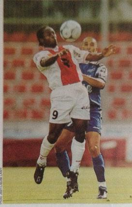 Samba N'Diaye prend le meilleur sur le Cristolien Amirèche.