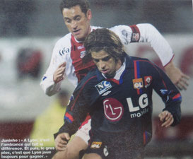 Rodrigo (ACA) et Juninho (Lyon). Photo FF