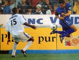Pierre Yves ANDRE controle un ballon sous le regard de David SOMMEIL