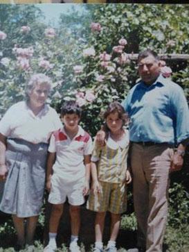 Luis Fanor Maturana Ahumada y su Sra. Marta Arias y dos de sus nietos