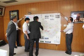 安全マップの大判が完成したので、会長から蝦名市長に報告・説明する。