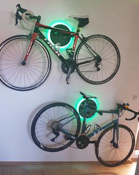 Wandhalter Wandmontage Halterung Fahrrad Rennrad Holz mit Beleuchtung LED Bike wall mount Karbon Carbon Trek