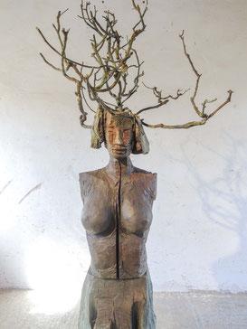 Daphne XI, Bronze, 2017, Höhe 255cm, Unikat
