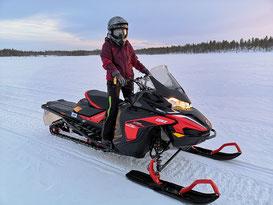 Winterurlaub in Schweden Lappland - Schneemobil Tour