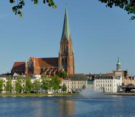 Dom, Pfaffenteich und Altstadt