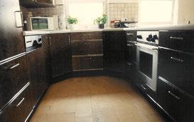 Küche mit Vogelaugenahorn, © Ladenbau Berschneider, Deining