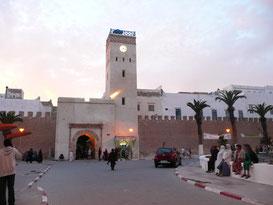 Essaouira, Altstadt, L'horologe (Uhrturm) nahe Bab Sbaa. ET.Voilà Sprachferien mit FRANZÖSISCH Sprachkurs am Atlantik