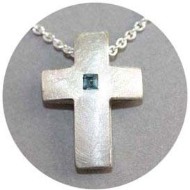 Bild:Kreuz aus Silber,2,5cm hoch,Oberfläche ist gehämmert und poliert